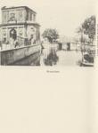 PBK-1784 Gezicht op de Delftse Poort. Rechts op de achtergrond de Schiebrug, op de voorgrond de Schiekolk, uit het zuiden.
