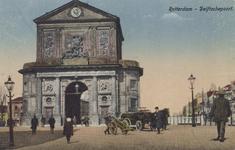 PBK-1794 De Delftse Poort aan het Delftsepoortplein, gezien uit het zuiden. Rechts de Schiekolk Met daarachter het Hofplein.