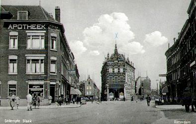 PBK-1983-1134 Gezicht op de Slaak, links de Vredenoordlaan, rechts de Vredenoordstraat. Rechtdoor splitst de Slaak zich ...