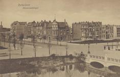 PBK-2787 Huizen op de hoek van de Mathenesserlaan en de Heemraadssingel vanuit het zuidoosten. Op de voorgrond rechts ...