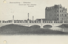PBK-2790 De monumentale Heemraadsbrug met vier lantaarns, werd in het jaar 1903 gebouwd in de Mathenesserlaan over de ...