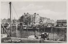 PBK-5361 Oudehoofdplein met daarachter de Oosterkade vanaf het Bolwerk in oostelijke richting. Op de voorgrond een ...