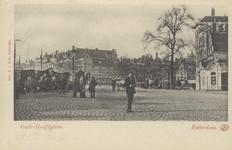 PBK-5373 Oudehoofdplein vanuit het zuiden. Op de achtergrond hotel Weimar aan de Spaansekade, hoek Haringvliet.