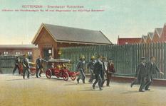 PBK-8833 Rotterdam. Brandweer Rotterdam. Uitrukken der Handbrandspuit No. 48 met Wagenladder der Vrijwillige Brandweer.