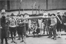 PBK-9024 17 november 1913Eeuwfeest van het herstel van Nederlands onafhankelijkheid. Op de prentbriefkaart: een groep ...