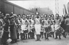 PBK-9028 17 november 1913Eeuwfeest van het herstel van Nederlands onafhankelijkheid. Op de prentbriefkaart: een groep ...