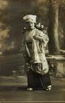 P-020653 Portret van de modiste Bets Horneman in bal-masqué kostuum.Tevens was zij eigenares van de hoedenzaak Maison ...