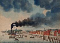 XXXIII-56-01 Midden en links de Nieuwe Maas met een stoomschip en een zeilschip dat de Nederlandse vlag voert, omringd ...