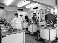 1976-931-TM-940 Interieurs van het verpleeghuis Sint-Antonius aan de Nieuwe Binnenweg 33. Selectie van 5 uit 10 foto's. ...