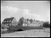 1978-3343 Zicht op de Geerbrug in Tuindorp Vreewijk. Rechts woningen aan de Langegeer. Links de Kortewelle.