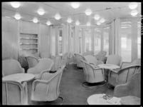 1978-3359 De lees- en schrijfkamer toeristenklasse van architect S. van Ravesteyn op de s.s. Nieuw Amsterdam II