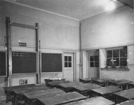 1978-3538 Interieur van de meisjeschool Sint Agnes aan de Mathenesserdijk 457. Op de foto: lokaal naast de ingang en ...
