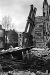 1979-1419 Gezicht in de door het Duitse bombardement van 14 mei 1940 getroffen Lijnbaanstraat. met restant van ...