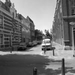 1982-1517 Panden in de Annastraat, vanaf de Avenue Concordia gezien. Rechts de kerk van de Evangelische Broedergemeente.