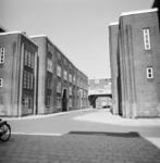 1987-1213 Galerijwoningen in de Justus van Effenstraat.