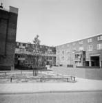 1987-1217 Galerijwoningen in de Justus van Effenstraat.