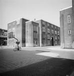 1987-1219 Galerijwoningen in de Justus van Effenstraat.