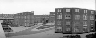 1987-2606 Galerijwoningen in de Justus van Effenstraat.