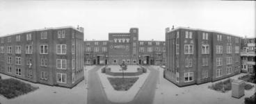 1987-2607 Galerijwoningen in de Justus van Effenstraat.