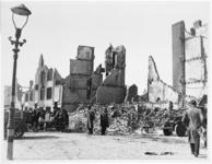 1992-2962 Gezicht op de door het geallieerde bombardement van 31 maart 1943 getroffen kruising Taandersstraat - 2e ...
