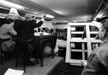 1993-3176 Veiling van mode- en designartikelen in het gebouw Waterstad aan de Schiedamsedijk.