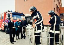 2000-740 17 mei 1999Staatssecretaris Gijs de Vries opent de nieuwe brandweerkazerne aan de Frobenstraat. Op de foto: ...