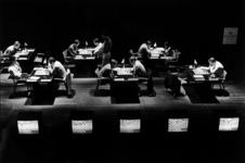 2000-744 1 juni 1999In het Bibliotheektheater aan de Hoogstraat vindt het Nederlands kampioenschap schaken plaats.
