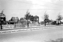 2001-2166 Gezicht in de door het Duitse bombardement van 14 mei 1940 getroffen Schiedamsedijk met het pakhuis van ...