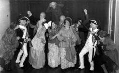 -1158 Album, opschrift 'Toneel II', met foto's van amateurtoneelgezelschappen. Bevat foto's van o.a. NATU-congres ...
