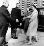 -1228 Album met foto's van de ontvangst van koningin Elisabeth en prins Philip in Rotterdam, waarbij o.a. ...