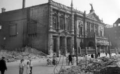 2004-347 Gezicht op de door het Duitse bombardement van 14 mei 1940 getroffen grote schouwurg aan de Aert van ...