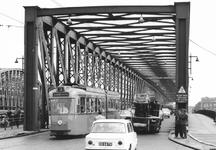 2004-5950 De Willemsbrug vanaf de Boompjes met tram lijn 3.