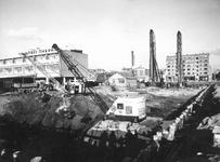 2004-6011 De Bouw van het winkelcentrum De Zeven Provinciën in 1955 aan de Hoogstraat.