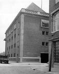 2004-6099 De Wijnhaven hoek Wijnbrugstraat met bedrijfsgebouw Mennes & Co.