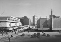 2004-6112 De Binnenweg met op de voorgrond de Karel Doormanstraat, links het warenhuis Ter Meulen.