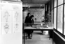 2005-10183-EN-10184 Het Bouwcentrum:Van boven naar beneden:-10.183: In het Bouwcentrum is een tentoonstelling over ...
