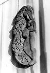 2005-10340 Beeld uit het jaar 1952 gemaakt door de beeldhouwer I.J. Pieter aan de gevel van het pand aan de Delftsevaart.