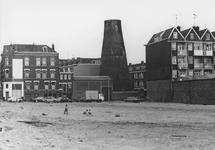 2005-10341 De Watergeusstraat ter hoogte van Schans bij restant van molen Het Vertrouwen. Links 3e Schansstraat.