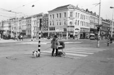 2005-10928 Het Eendrachtsplein met op de achtergrond de Mauritsweg ter hoogte van de hoek van de Oude Binnenweg.
