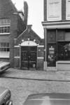 2005-10965 De Boomgaardstraat ter hoogte van een brandweerhuisje.