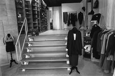 2005-129 De Mariniersweg met modezaak Portaal .