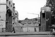 2005-5430-TM-5433 StadscentrumVan boven naar beneden afgebeeld:-5430: De Meentbrug met de Delftsevaart en huizen in ...
