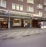 2005-764-1-TM-7 Cafetaria Broadway aan de Beijerlandselaan nr. 100 gefotografeerd in 2000, het jaar dat het echtpaar ...