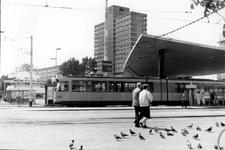 2005-8487-EN-8488 Het Stationsplein: Van boven naar beneden:-8487: Het Stationsplein uit noordoostelijke richting ...