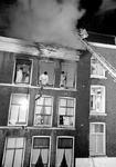2005-8569-EN-8570 Brand in woning aan de Drievriendenstraat:Van boven naar beneden:-8569: Brand in een bovenwoning in ...