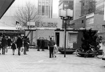 2005-9632 Op het Binnenwegplein is De Kijkkist. Een kunstproject.