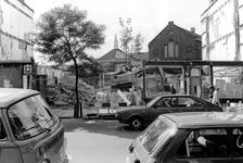 2005-9963 Sloop van panden aan de Zwart Janstraat. Op de achtergrond de gevangenis aan de Noordsingel.