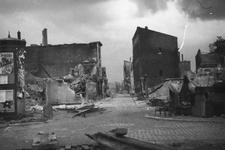 -37 Foto's verwoestingen mei 1940. Op het eerste blad in het album staat de titel, een afbeelding van het ...