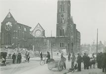 2006-712 Van Oldenbarneveltstraat met de rooms-katholieke kerk van het H. Hart van Jezus. Op de achtergrond de ...