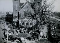 IX-319-01-1-TM-2 Parkeerterrein bij de Koninginnekerk. 2 opnamen.Afgebeeld van boven naar beneden:-2: Boezem; ...